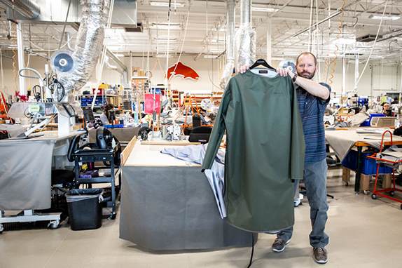 Simms begins making medical gowns