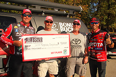 Alabamians win Bonus Bucks event