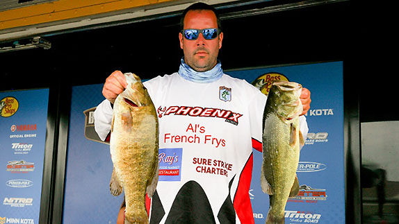 Vermont angler takes Champlain lead