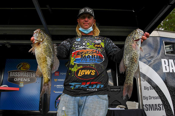 Robertson leads after day 2 at Cherokee
