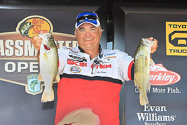 Sisson leads at Texoma