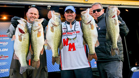 Ohio angler leads Open at Harris Chain