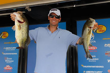 Vaughan lone pro over 16, leads at James River