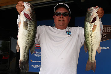 Local rod-maker catches 21-12 at Douglas
