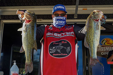 Veteran Bird leads by 2 ounces at Central Open