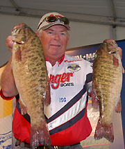 Clapper Catches 22 To Top The Field On Day 1