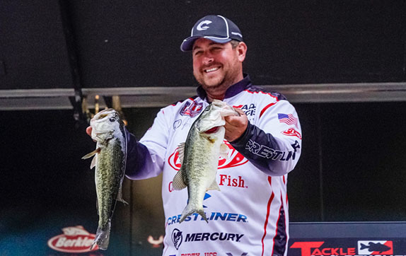 Cox's lead narrows heading to final day