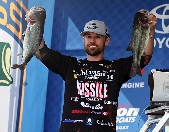 Crews Leads With 20-07; 25 Top 15-Pound Mark