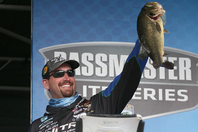 DeFoe's Late-Day 6-Pounder Puts Him On Top