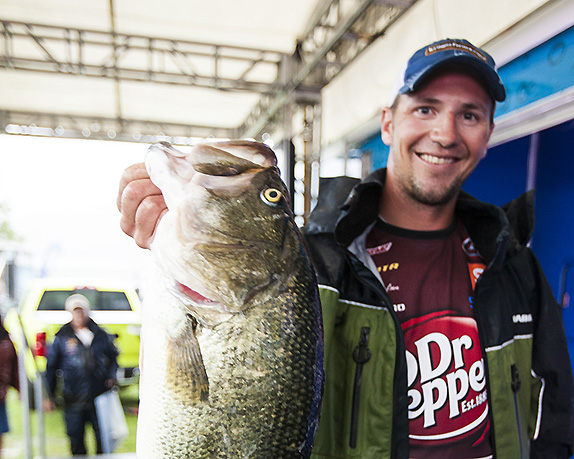 Giant Bite Lifts Gustafson To Pickwick Lead