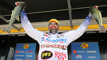 Hackney the early leader at Arkansas River Open