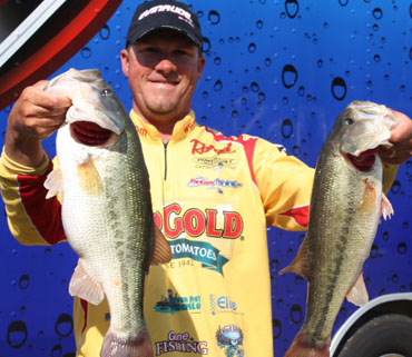 Hollowell signs with Elite Rod Sleeves