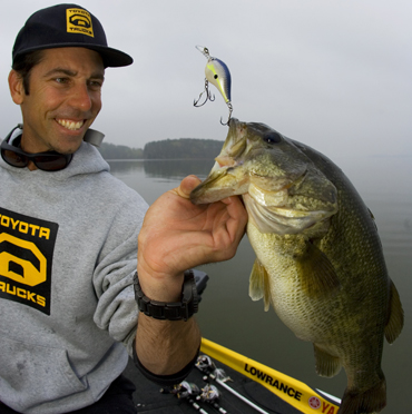 Ike signs with Rapala