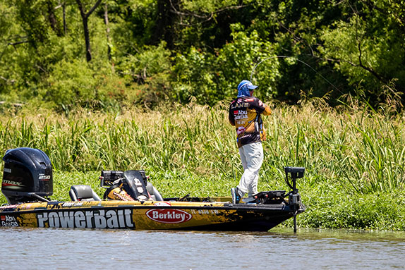 Lane Extends Lead To Almost 3 1/2 Pounds