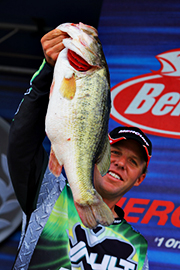 Martens Smashes 42 Pounds, Leads Field At Falcon