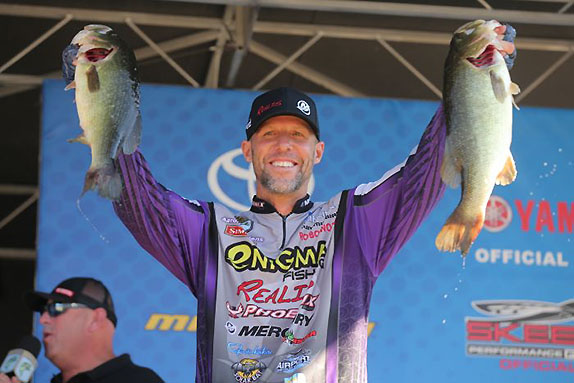 Martens Triumphs With Huge Final-Day Haul