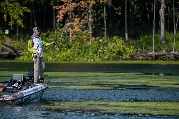 Morgan Dominates Knockout Round With Green Fish