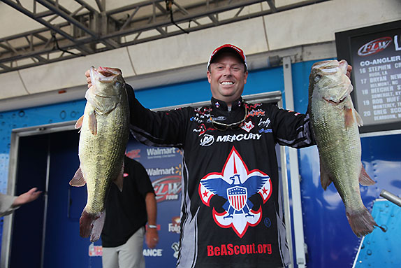 Redington Moves Into Lead With 24-09 Stringer
