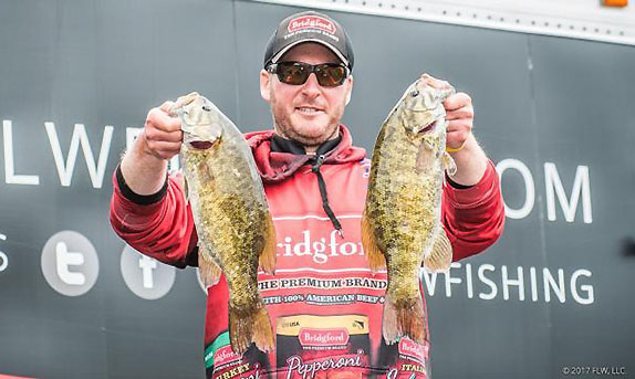 Stefan Cracks 18 Pounds To Grab Early Lead