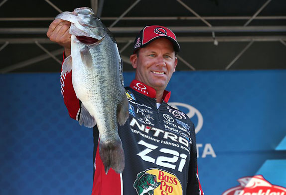 Lead At Midway Point Eases VanDam's Pain