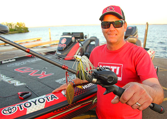 VanDam recalls 'pots and pans' at Ross Barnett