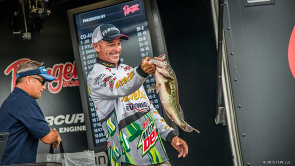 Almost 6-Pounder Lifts Wendlandt To Day-2 Lead